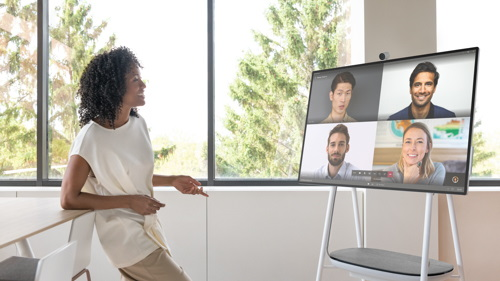 Person leads a video conference with 4 colleagues on screen