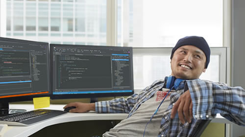 Desarrollador que usa Visual Studio