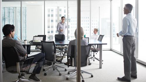 Un groupe de partenaires Microsoft parlent de l'abonnement