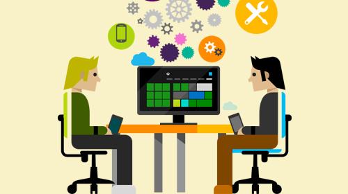 Abbildung mit zwei Personen, die auf einem Schreibtisch sitzen