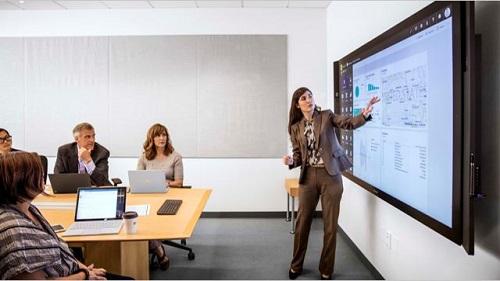 woman presenting a presentation
