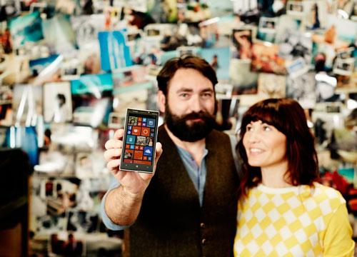 Man holding Windows Phone.