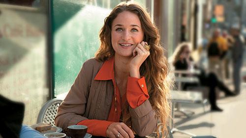 Woman sitting at a café.